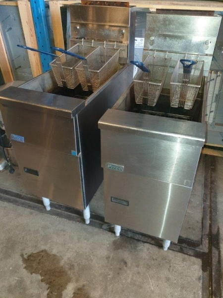 2 x Pitco GS14 gas friteuses